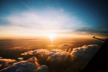 Avion au dessus des nuages